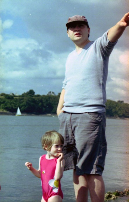 Alix and her father on the pebble beach in Kerzafloc'h, Marie-Claire Raoul