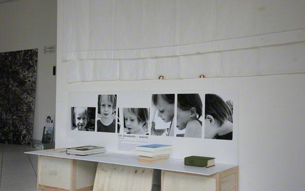 Vue de l'exposition 'Le maillot de bain américain', Milizac, février 2011, Marie-Claire Raoul