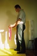 Franck offre le maillot à Alix, cliché #2