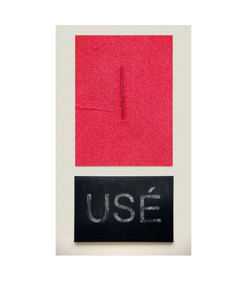 [USÉ], zoom sur l'accroc du maillot de bain américain et texte révélé par grattage sur une toile peinte à l'acrylique en noir, Marie-Claire Raoul