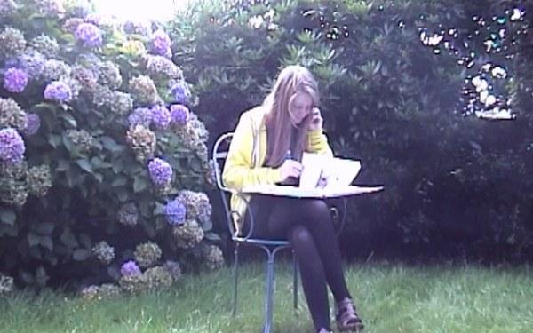 Alix se rappelle, photographie extraite 26 août 2010 réalisée dans le jardin de Brestoût 2010 réalisée dans le jardin de Brest, Marie-Claire Raoul