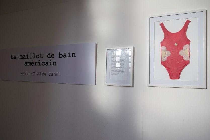 Vue de l'exposition [Le maillot de bain américain #3], titre, MPT Harteloire, Brest, novembre 2015, Marie-Claire Raoul