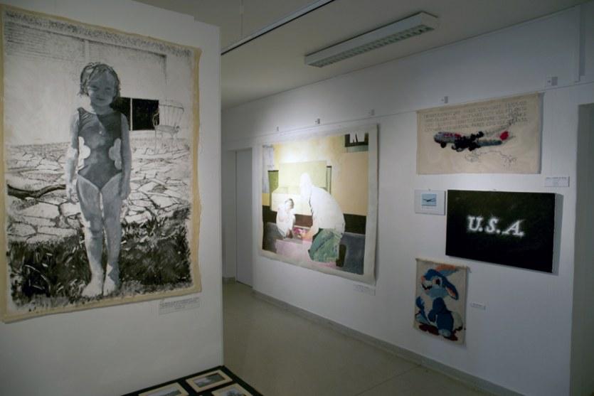 Vue de l'exposition [Le maillot de bain américain #3], usa, MPT Harteloire, Brest, novembre 2015, Marie-Claire Raoul