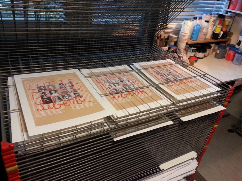 Workshop sérigraphie à l'atelier La presse purée à Rennes, sur les séchoirs