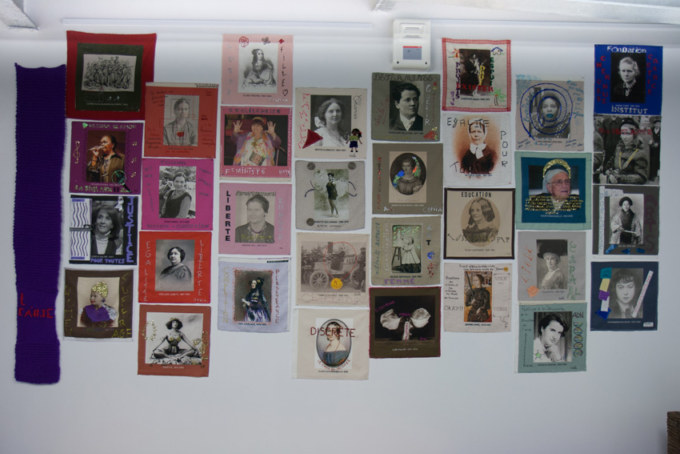 Installation textile collective, portraits de femmes réalisés pendant l'atelier mixed média Paroles et images de femmes, Lcause, Brest, exposition de mai à juin 2018, Marie-Claire Raoul