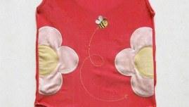 photographie du maillot de bain américain, épinglé sur un panneau de carton plume