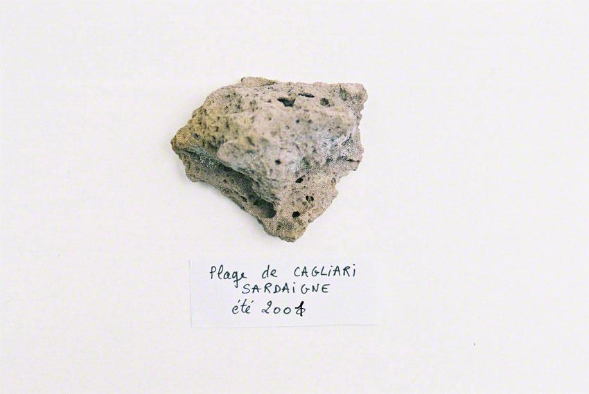 Caillou ramassé sur la plage de Cagliari en juillet 2001, Marie-Claire Raoul