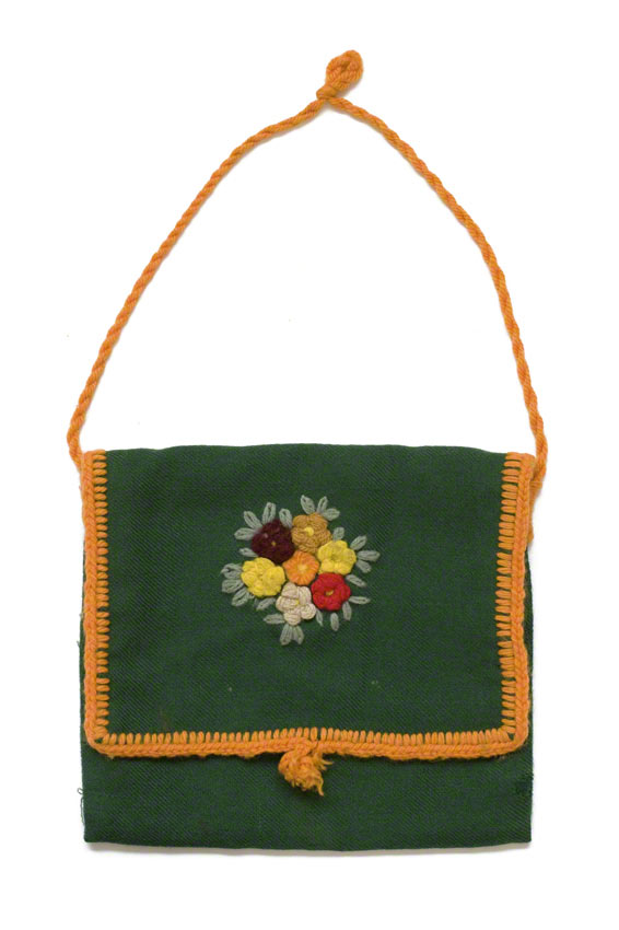 Woollen fabric purse embroidered with flowers in the middle of the flap, Marie-Claire Raoul