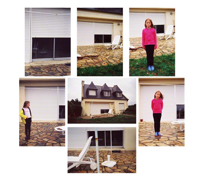 Alix et Adèle devant la maison de Kerzafloc'h, montage de 7 photographies couleurs, Marie-Claire Raoul