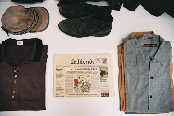 "Items wich belong to or are purchased by Franck during his stay in Ogden, journal ""Le monde"" du 31 mai 2000, casquette achetée à Ogden., Marie-Claire Raoul"