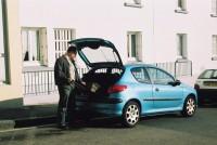 Franck et la Peugeot 206, rue Paul Fort à Brest, simulation du départ, avril 2006-vue 4