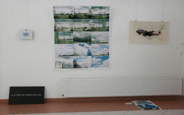 Le vol, vue de l'exposition [Le maillot de bain américain], Milizac, février 2011
