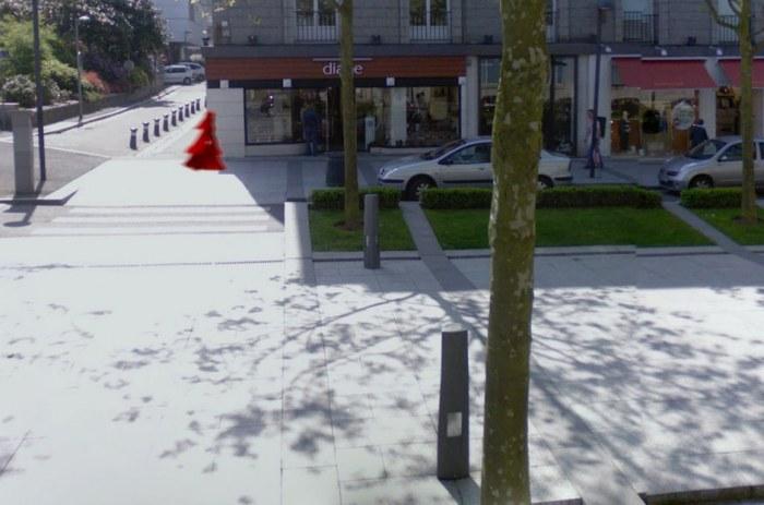 La jeune fille au voile rouge, vue 2, place de la Liberté, Brest
