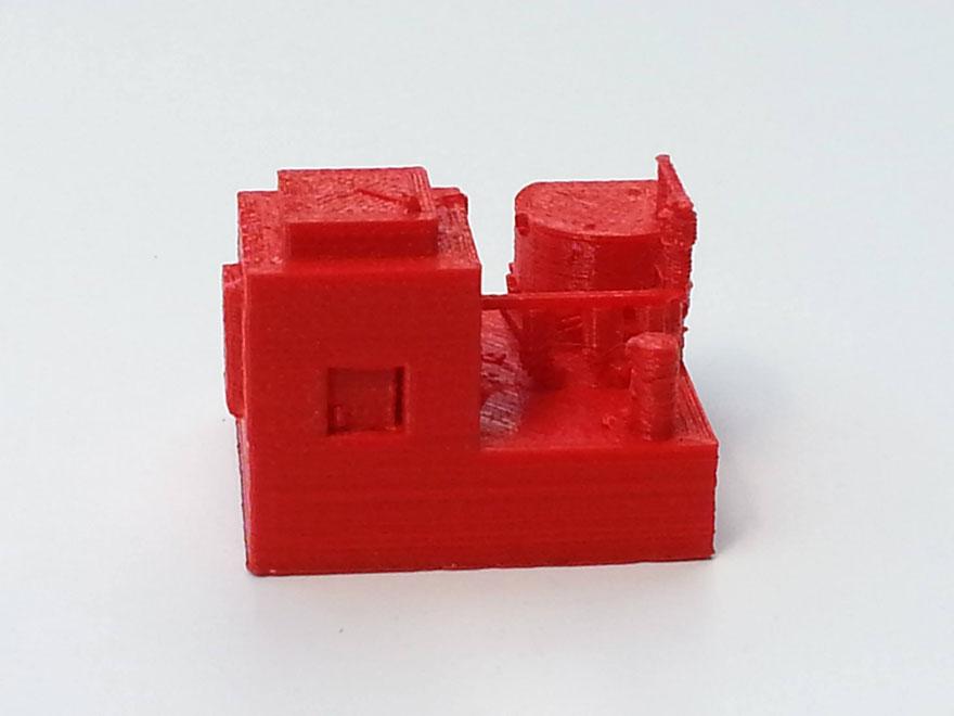 Maison rouge fabriquée au fablab d'iMal à Bruxelles, juillet 2015