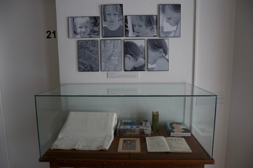 Vue de l'exposition [Le maillot de bain américain #3], documents, MPT Harteloire, Brest, novembre 2015, Marie-Claire Raoul