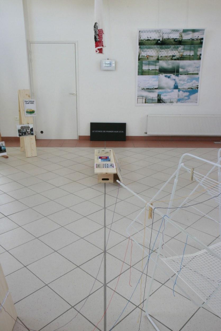 Vue de l'exposition [Le maillot de bain américain], aéroport montage, Milizac, février 2011, Marie-Claire Raoul