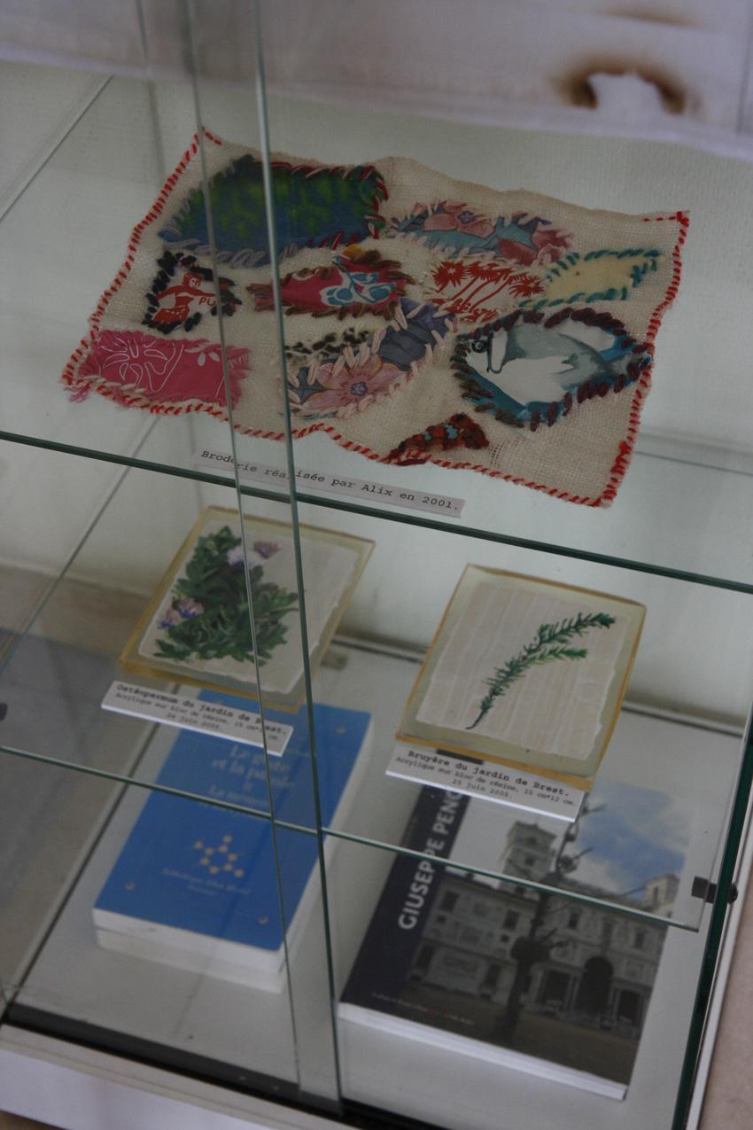 vue-exposition-maillot-de-bain-americain-pilier-rouge-2012-vitrine2-850-marie-claire-raoul, Marie-Claire Raoul