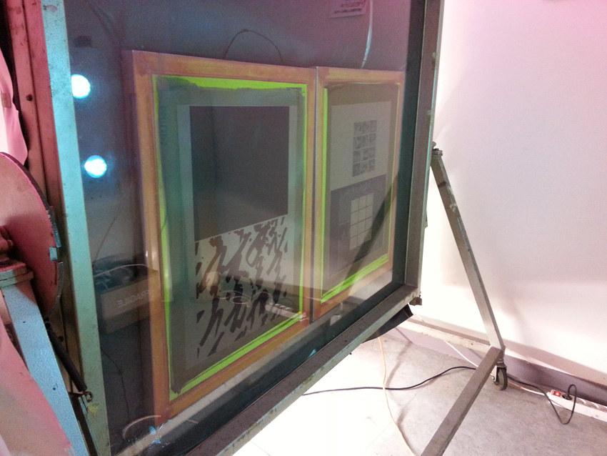Workshop sérigraphie à l'atelier La presse purée à Rennes, insolation des écrans