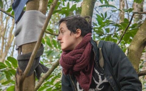 """Anna, bois de Keroual, Guilers, 23 février 2017, série photographique """"Je voudrais aller me promener dans les bois"""" réalisée par Marie-Claire Raoul lors d'une résidence à l'espace Lcause à Brest, Marie-Claire Raoul"""