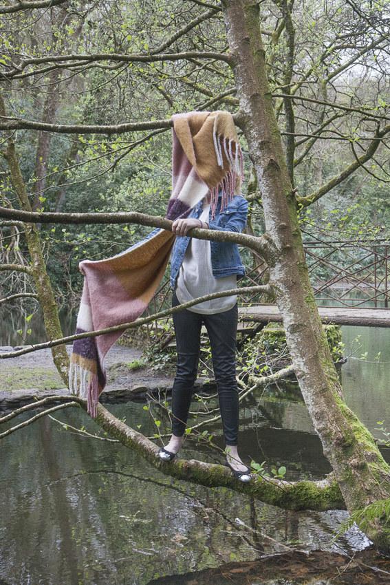 """A., bois de Kerhoual, 4 avril 2017, série photographique """"Je voudrais aller me promener dans les bois"""", photographie réalisée par Marie-Claire Raoul lors d'une résidence à l'espace Lcause, Marie-Claire Raoul"""