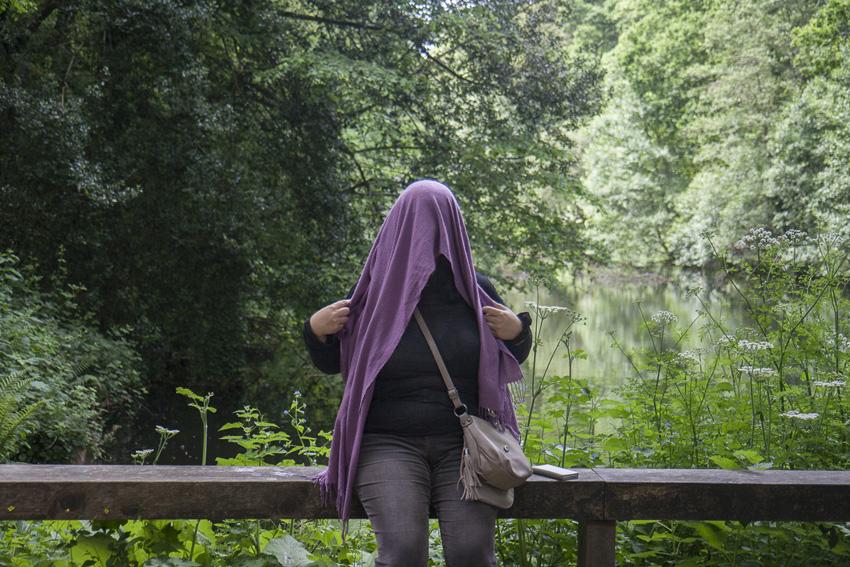 """Baya, bois de Keroual, 24 mai 2017, série photographique """"Je voudrais aller me promener dans les bois"""", photographie réalisée par Marie-Claire Raoul lors d'une résidence à l'espace Lcause, Marie-Claire Raoul"""