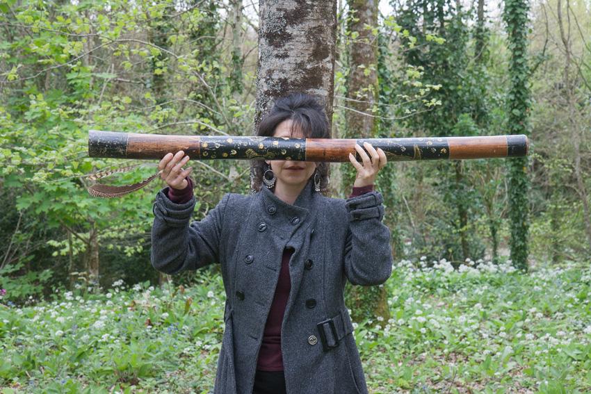 """Béatrice, bois de Keroual, 14 avril 2017, série photographique """"Je voudrais aller me promener dans les bois"""", photographie réalisée par Marie-Claire Raoul lors d'une résidence à l'espace Lcause, Marie-Claire Raoul"""