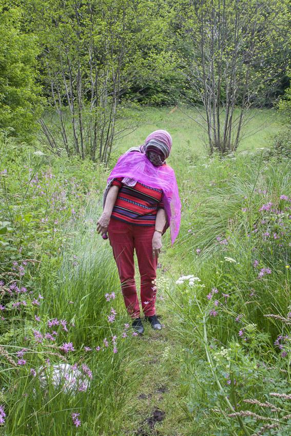 """Francoise bois de Keroual, 16 mai 2017, série photographique """"Je voudrais aller me promener dans les bois"""", photographie réalisée par Marie-Claire Raoul lors d'une résidence à l'espace Lcause, Marie-Claire Raoul"""