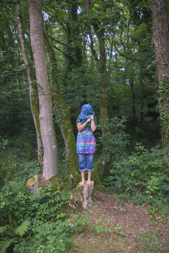 """Liza, bois de Keroual, 13 juillet 2017, série photographique """"Je voudrais aller me promener dans les bois"""", photographie réalisée par Marie-Claire Raoul lors d'une résidence à l'espace Lcause, Marie-Claire Raoul"""