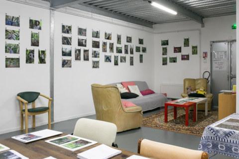 """Baliz 2017, Brest, 7 et 8 octobreoctobre 2017, présentation de la série photographique """"Je voudrais aller me promener dans les bois"""", photographies réalisées par Marie-Claire Raoul lors d'une résidence à l'espace Lcause"""