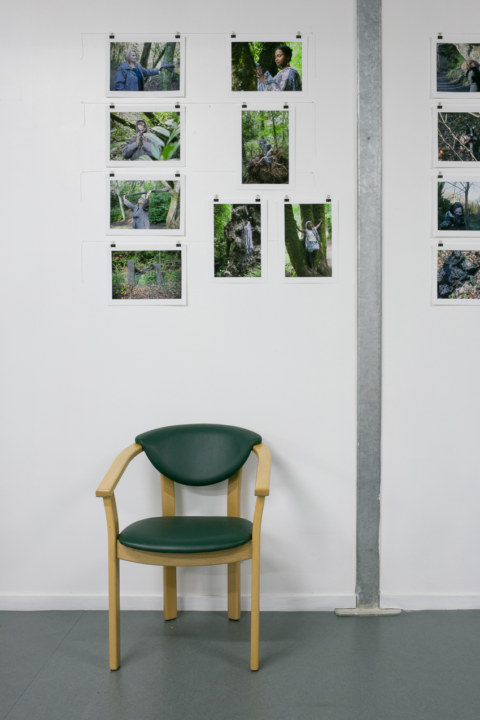 """Baliz 2017, Brest, 7 et 8 octobreoctobre 2017, présentation de la série photographique """"Je voudrais aller me promener dans les bois"""" de Marie-Claire Raoul à l'espace Lcause"""