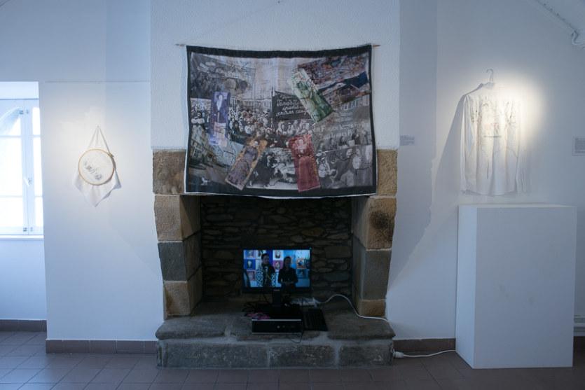 Salle 2, Legac Salonnes-Lemel-Zedkin-Gruenig, montage photographique et broderie sur tissu, Paroles et images de femmes de Brest à Kiel, Maison de la Fontaine, du 7 mars au 21 avril 2018, Brest, Marie-Claire Raoul