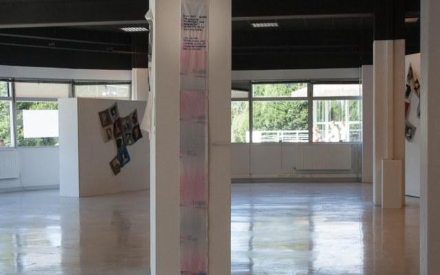 Présentation de l'exposition Paroles et images de femmes par l'artiste plasticienne Marie-Claire Raoul, à la galerie Les Abords, dans le cadre de l'académie d'été 2018 Etudes sur le genre organisée par l'UBO et l'université de Rennes., Marie-Claire Raoul