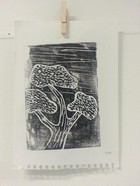 Séquence 5 de l'atelier [femmes créatrices femmes libres] de Marie-Claire Raoul, 22 mars 2019, linogravure de Sylvie