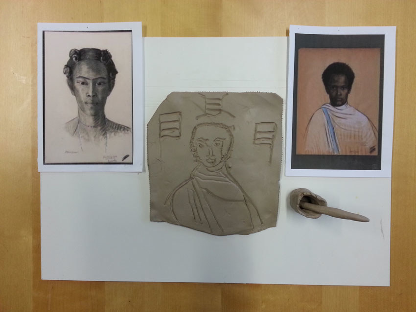 Atelier [Femmes créatrices, femmes libres], séquence 8, modelage, bas-relief de Nina Dubois à partir des dessins d'Anna Quinquaud, mai 2019 à la Maison Pour Toutes Lcause avec Marie-Claire Raoul