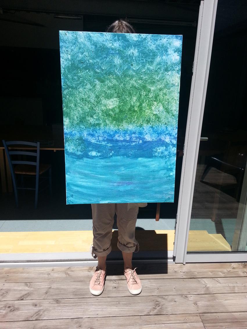Atelier [Femmes créatrices, femmes libres], séquence 11, Marie-Odile présente le fond qu'elle a réalisé pour sa peinture à partir de [Moby Dick] de MarcelleLoubchansky, 31 mai 2019 à la Maison Pour Toutes Lcause avec Marie-Claire Raoul