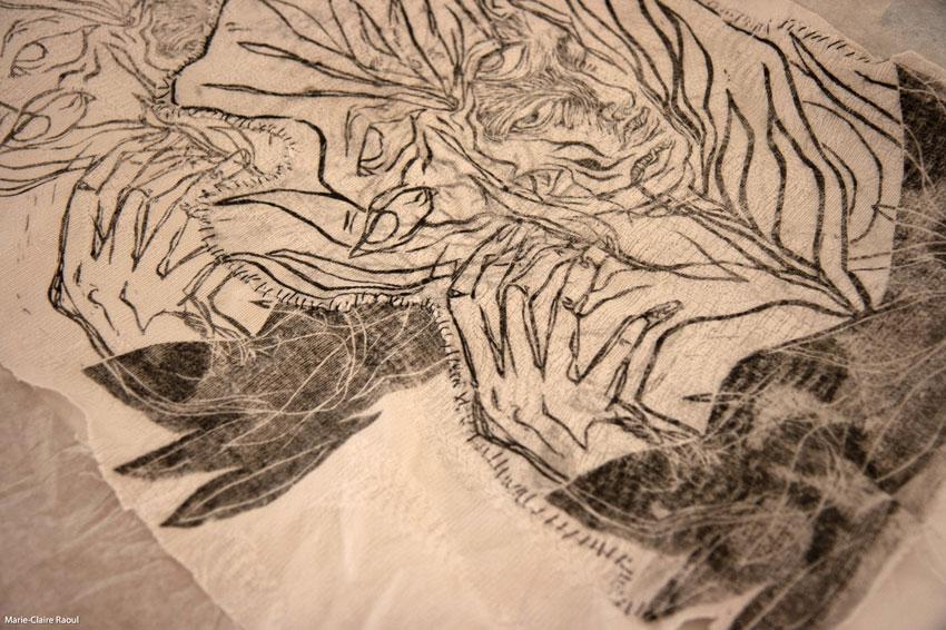 Montage de l'exposition [Femmes créatrices, femmes libres] le 26 septembre 2019 au musée des beaux-arts de Brest, [Histéria] d'Élisa Guilbert, Marie-Claire Raoul