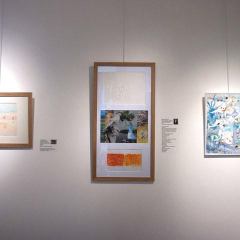 Exposition [Femmes créatrices, femmes libres !] du 3 au 13 octobre 2019 au musée des beaux-arts de Brest, restitution d'un projet conçu et animé par la plasticienne Marie-Claire-Raoul, vue sur le mur de linogravures