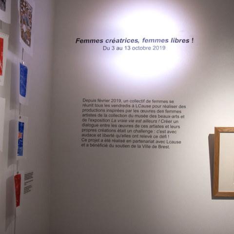 Exposition [Femmes créatrices, femmes libres !] du 3 au 13 octobre 2019 au musée des beaux-arts de Brest, restitution d'un projet conçu et animé par la plasticienne Marie-Claire-Raoul, dessin [Voyage à Marrakech] d'Yveline Gouez