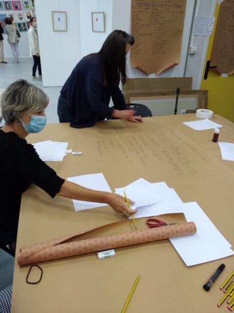 Atelier pancartes et slogans [Ensemble rêvons pour demain] samedi 19 septembre à la Maison des syndicats à Brest avec la plasticienne Marie-Claire Raoul